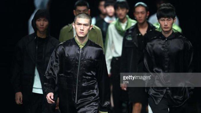 circle zip pull from China Fashion Week SS 18