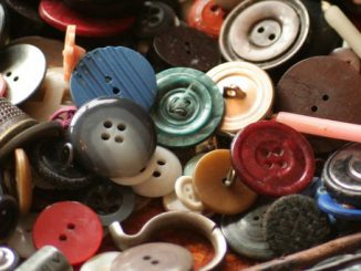 Learn the manufacturing process of plastic button