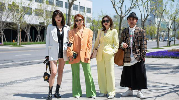 The Street Styles of Shanghai Fashion Week AW 2021上海时装周的街头时尚